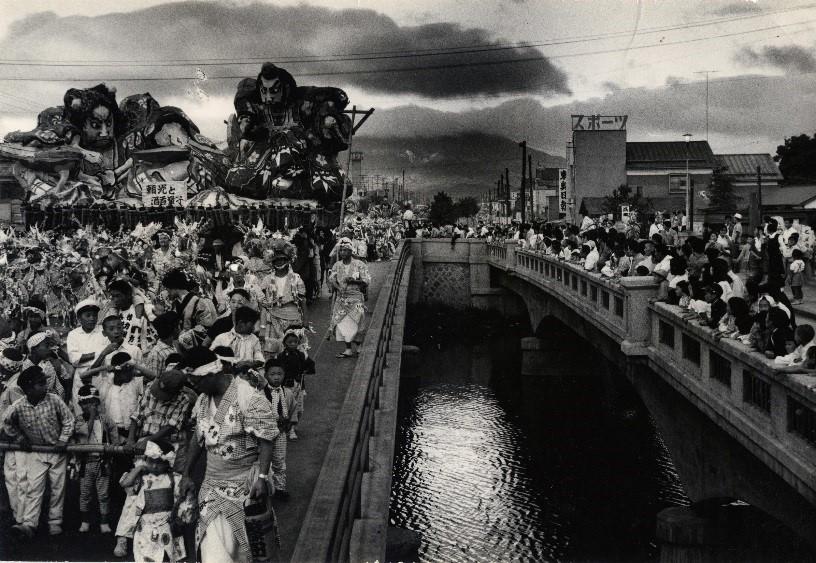 ふるさとの物語 第80回 堤橋とねぶたの写真 ~街並み、祭り 情景を伝える~